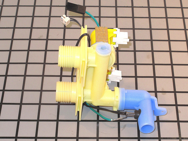 421177P 421177P Fisher & Paykel DUAL INLET VALVE